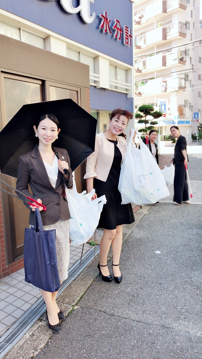 a-contribution-to-the-community-cleaning-activities-was-made-by-members-of-the-esthetic-salon-ginza-resera-osaka-store-720181001.jpg
